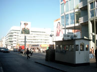Am Checkpoint Charlie heute